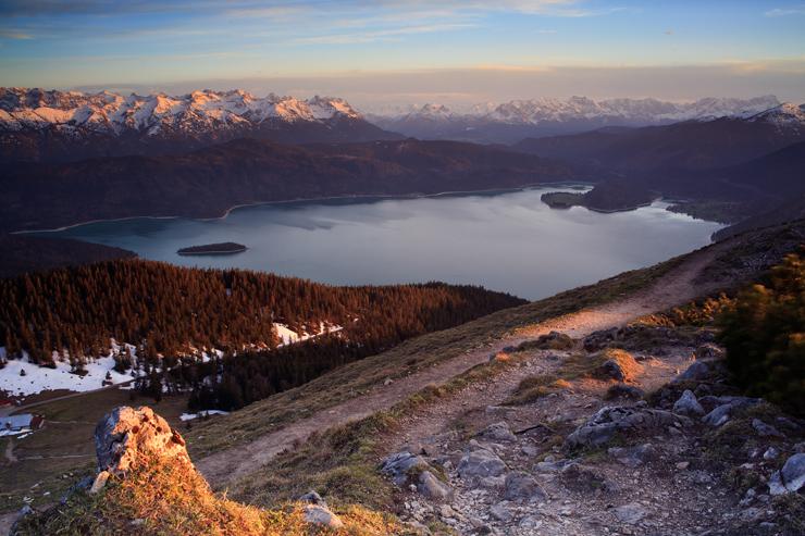 Die letzten Sonnenstrahlen in den Bergen