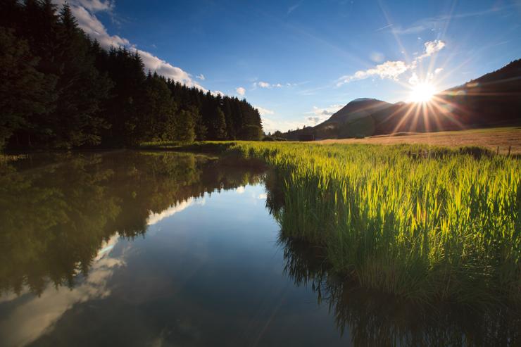 Die letzten Sonnenstrahlen am See