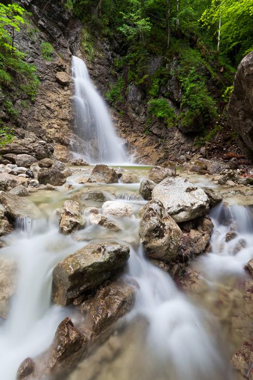 Der obere Wasserfall im Hochformat