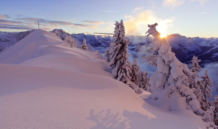 Kurz bevor die Sonne hinter den Bergen verschwindet